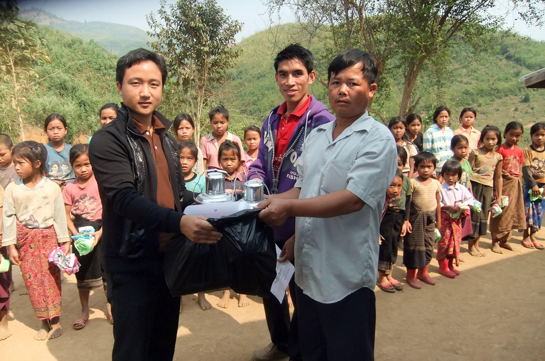 Zwei neue Isolierkannen tun jetzt ihren Dienst für die Schulkinder
