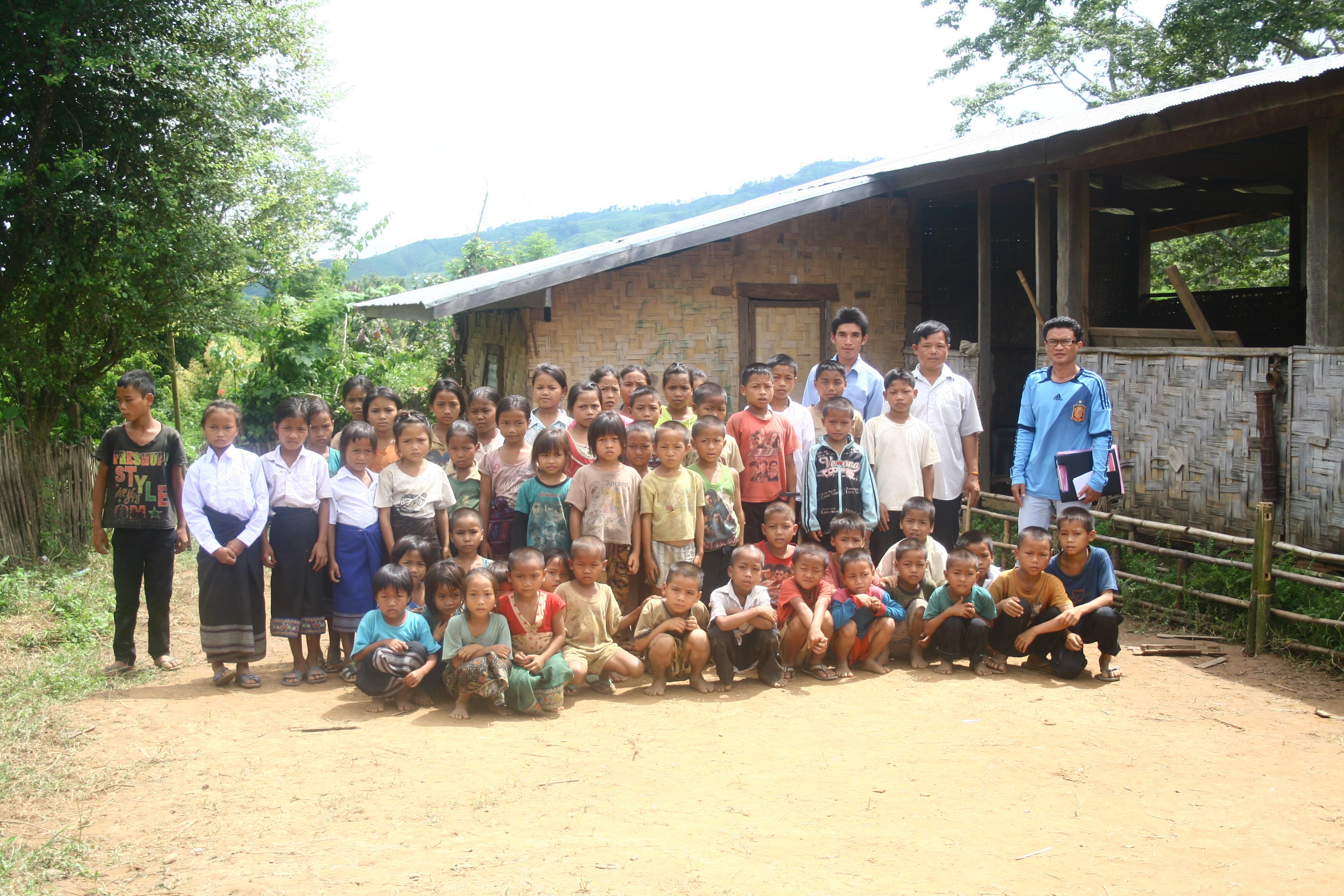 Die Schüler im Houyhao Village am Mekong