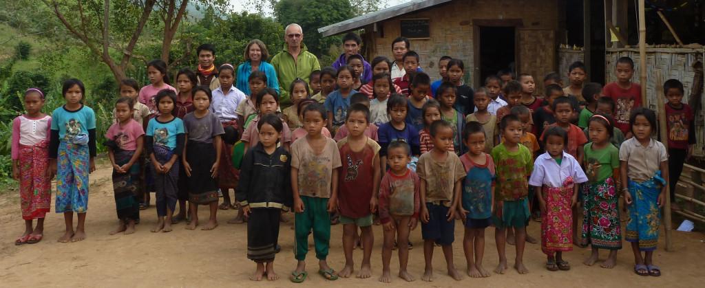 Sehr bewegender Besuch bei den Kindern im Mekong-Dorf